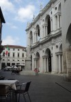 19 Lunch naast de Basilica