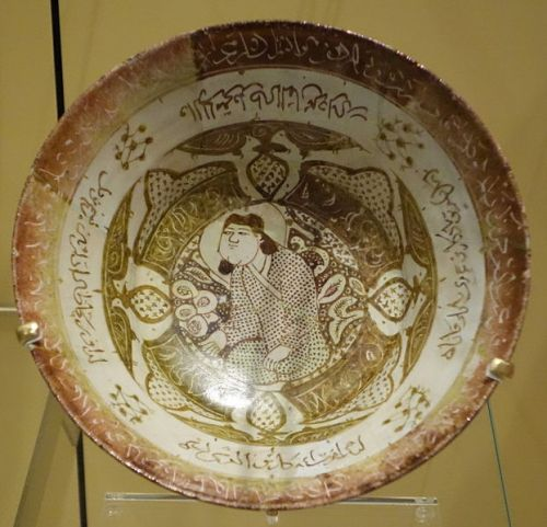 Bowl,_lustre-ware,_Iran,_Kashan,_about_AD_1260-1280_-_Royal_Ontario_Museum_-_DSC04809